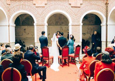Novios y padrinos en boda civil
