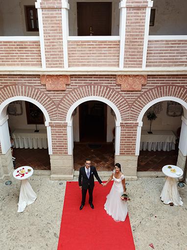 Novios tras boda
