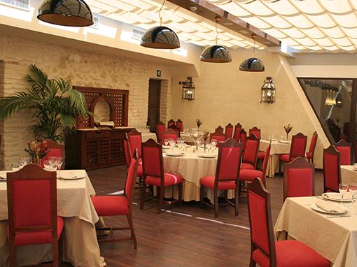 mesas del restaurante del hotel convento la magdalena