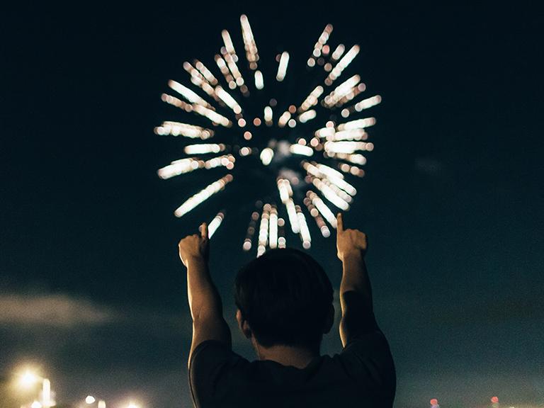 fuegos artificiales en celebración