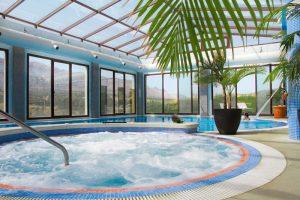 piscina interior del spa