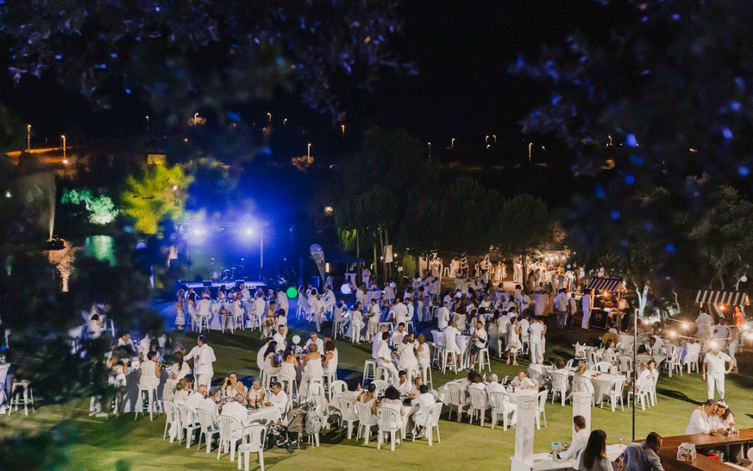 Cerca de 900 asistentes vistieron de blanco en Luna Green