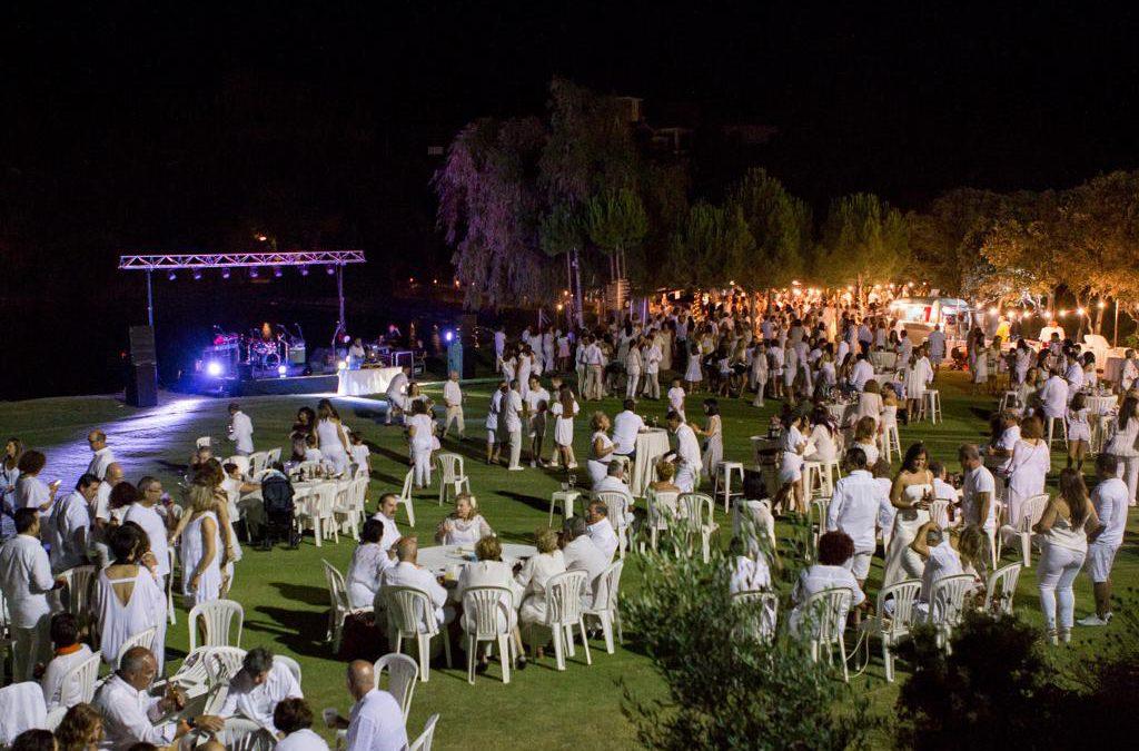Antequera se viste de blanco en la gran fiesta del verano en Luna Green